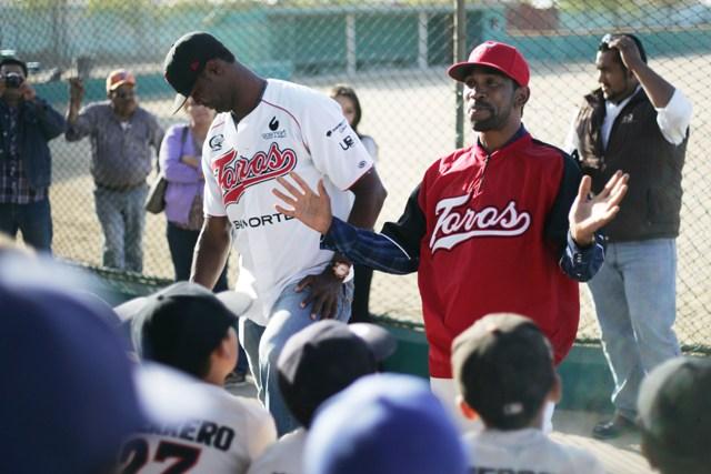 Los-peloteros-hablaron-frente-a-los-jugadores-infantiles-de-Ensenada1