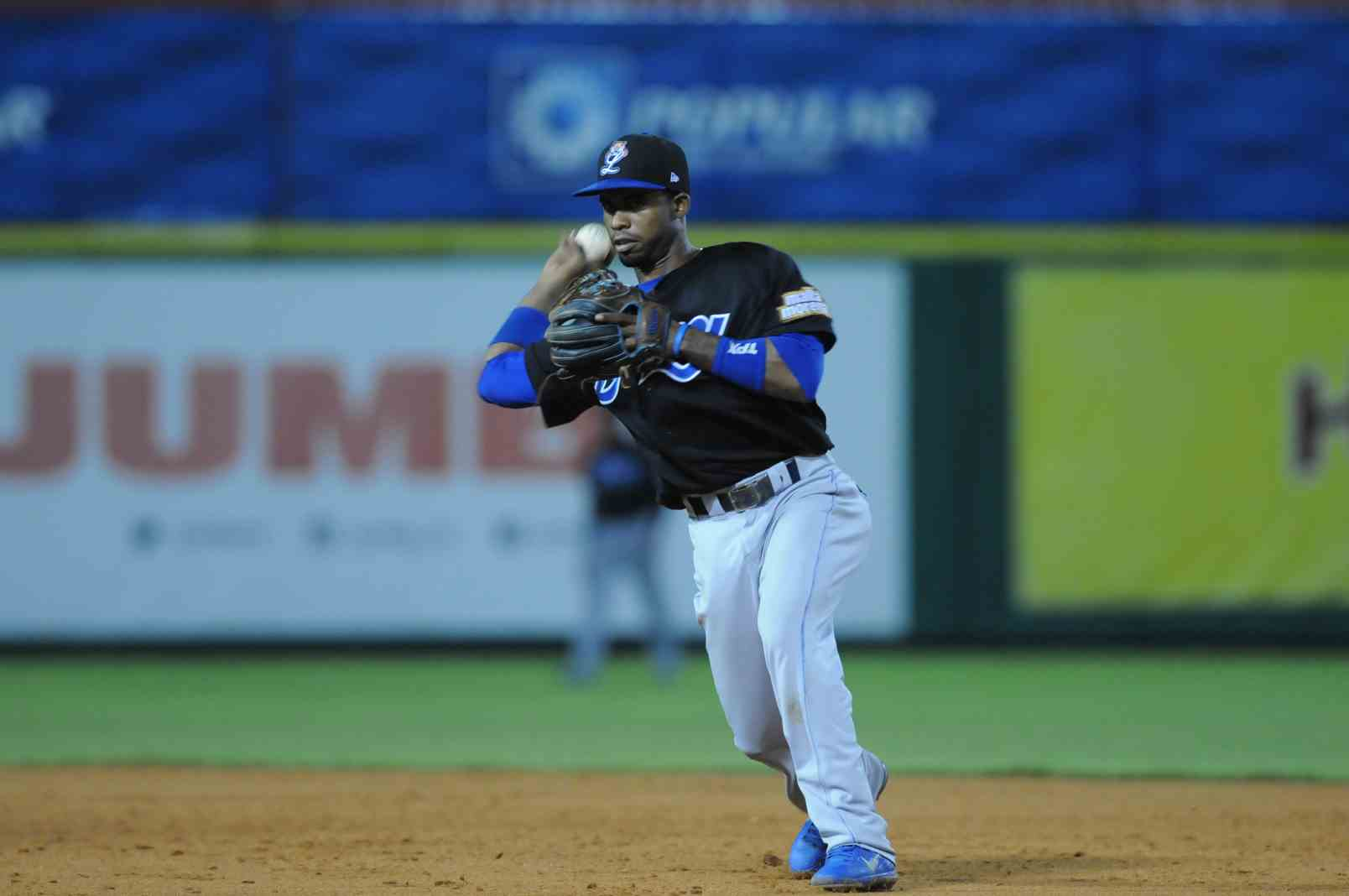 Alcantara, Arismendy vs Leones, Nov 16, 2013 (4)