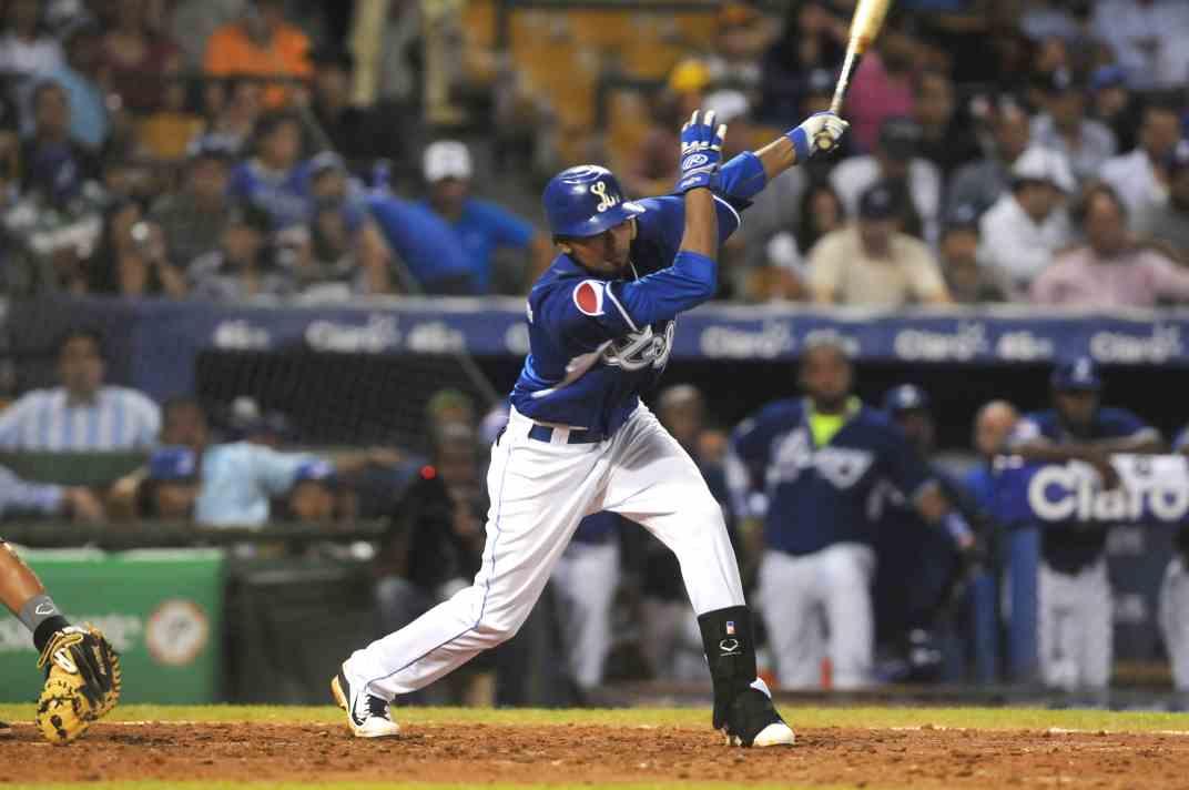 Reyes, Elmer (vs Aguilas, Octubre 30, 2014) b
