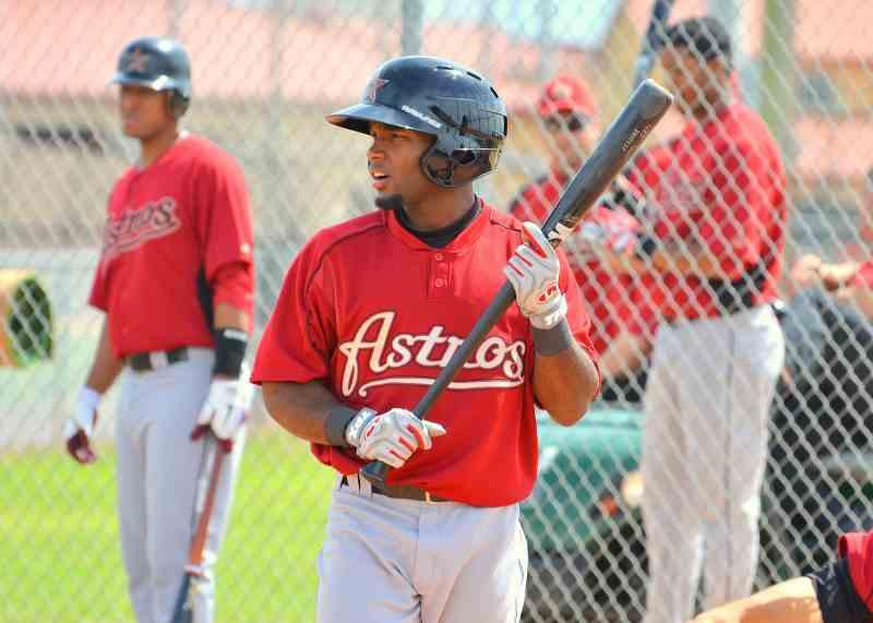Ruben-Sosa-OF-Houston-Astros-Stepping-In-To-Bat