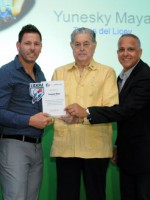 Diory, Alcántara, Maya y Asencio reciben trofeos BHD-León