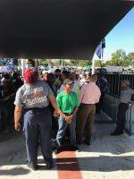 Fanáticos desbordan estadios buscando boletas