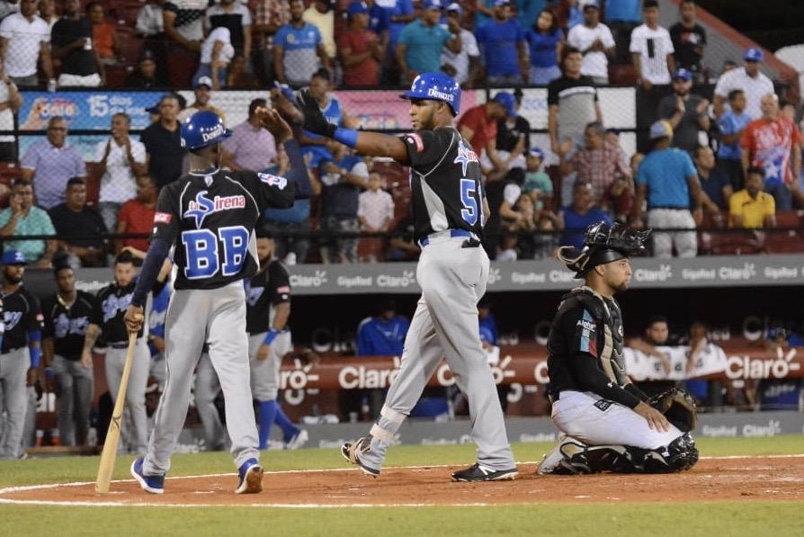 Franco y Hernández dan jonrones; Licey empata en segundo